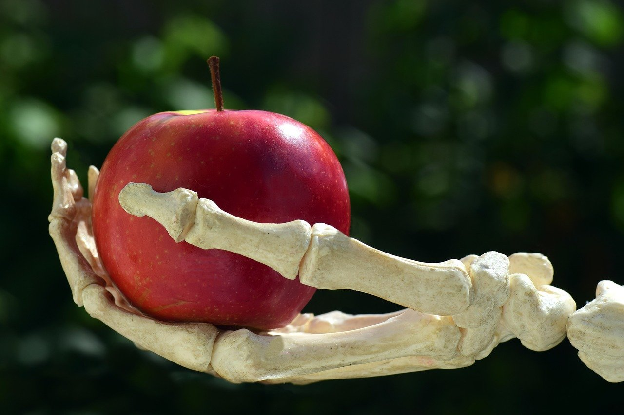 apple-grown-with-pesticides